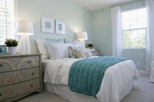 Phòng ngủ của vợ chồng bạn cần có cửa sổ để đón ánh nắng, khí vận tốt vào căn phòng