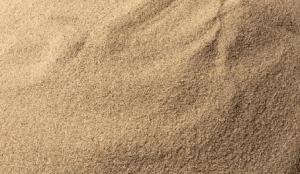 Cát xây tô có hạt cát kích cỡ trung bình thường được dùng để xây tô hoặc đổ bê tông