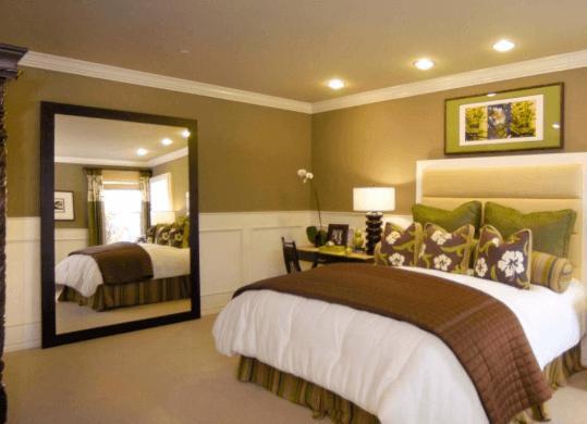Nếu tấm gương kê đối diện giường sẽ khiến nguồn năng lượng của bạn trực tiếp bị mất đi cạn kiệt